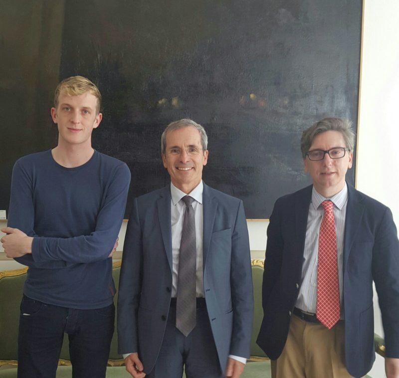 Édouard Louis autor de Para acabar con Eddy Bellegueule, El Excmo Sr Embajador de Francia D. Yves Saint-Geours, Manuel Ródenas Director de la Fundación Eddy-G