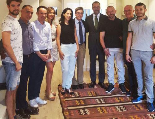 El Excmo. Sr. Embajador de los EEUU James Costos visita la Fundación Eddy-G