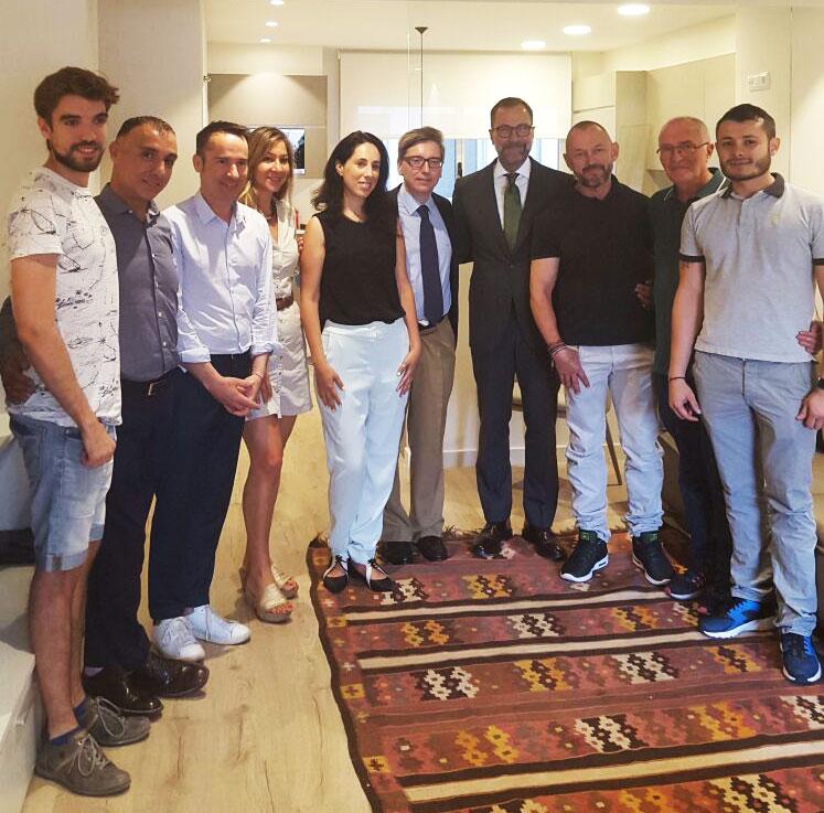EL Exco. SR. embajador de EEUU James Costos visita la Fundación Eddy-G