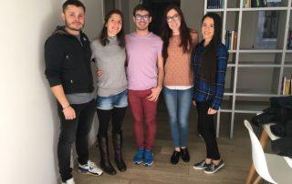 Voluntarios que dan taller de nutrición en la Fundación Eddy G